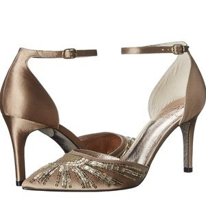 New in box Adrianna Papell Hollis pump size 10